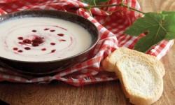 طرز تهیه سوپ سرد مرغ با آلبالو