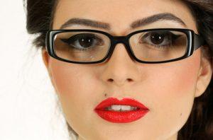 ترفندهای آرایشی ویژه ی عینکی ها