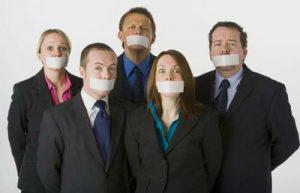 به چه دلیل به جای حرف زدن سکوت می کنیم؟